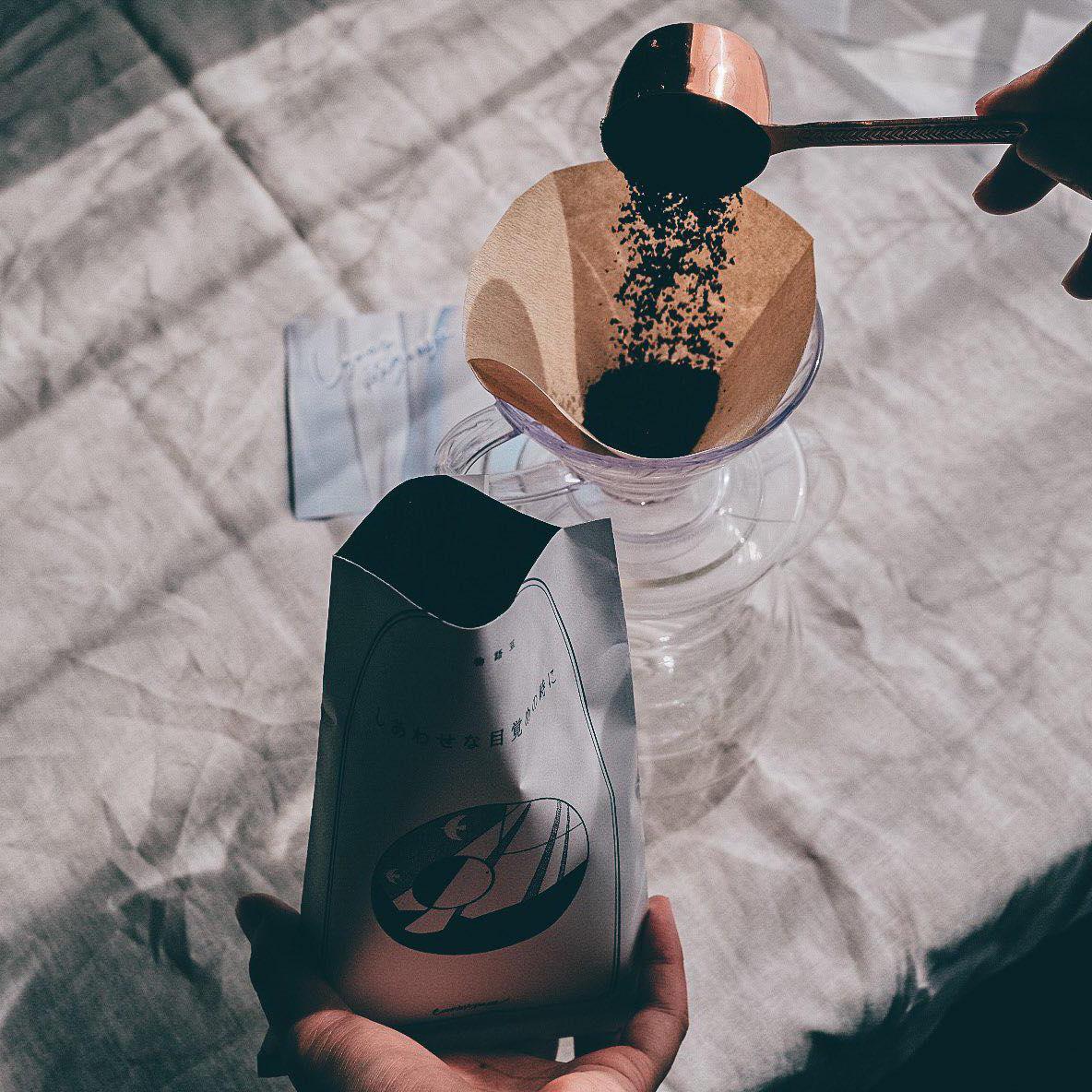1ヶ月に一度、珈琲と小さなものがたりが届くコーヒーの定期便。今月も届きました。コーヒーを淹れている間は良い香りに包まれたまま、静かな時間が流れます。前回に引き続き、癖がなくとても飲みやすくて美味しいブレンドコーヒーでした。