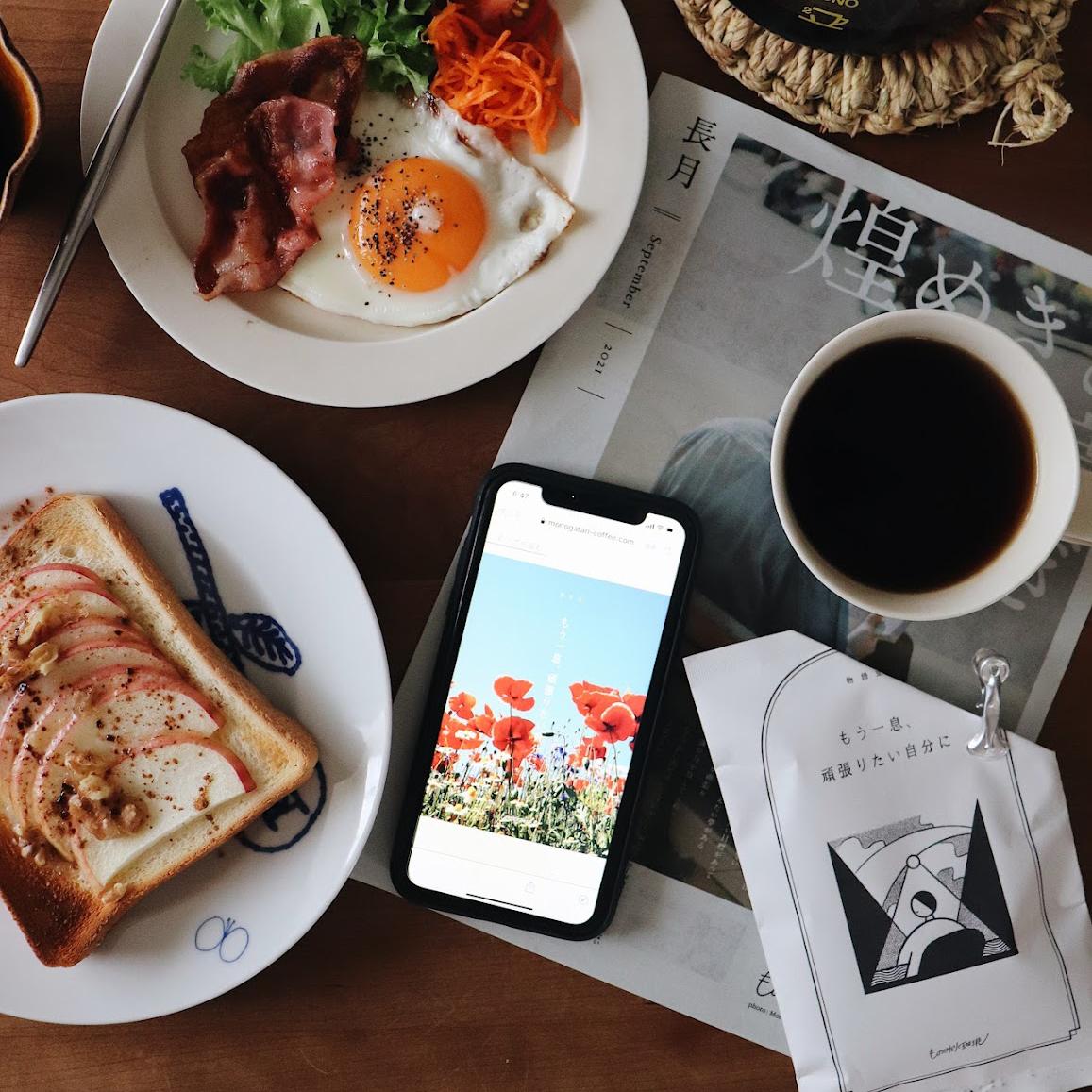\\ Good morning!! // おはようございます◎  りんごトーストはこの季節食べたくなる。 . 今朝のコーヒーは #ものがたり珈琲の オリジナルブレンドコーヒー